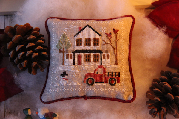 Geborduurd kussentje uit de Farmhouse Christmas serie