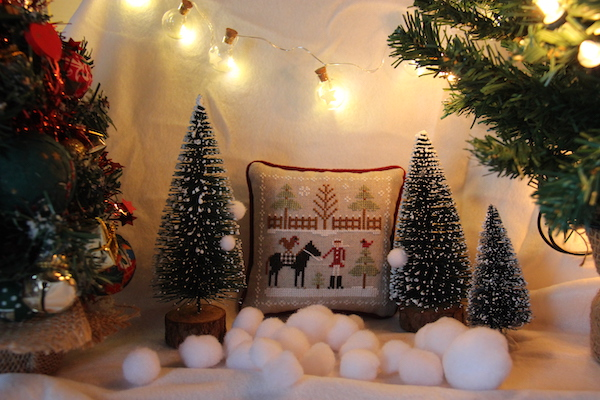 Farmhouse Christmas: crossstitch Horsin' Around