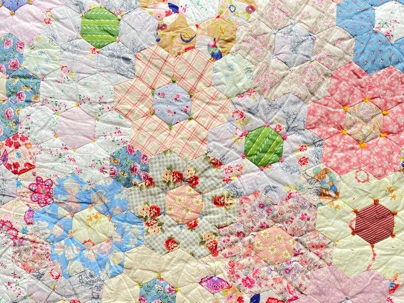 Close-up van de Grote patchwork bloemenquilt